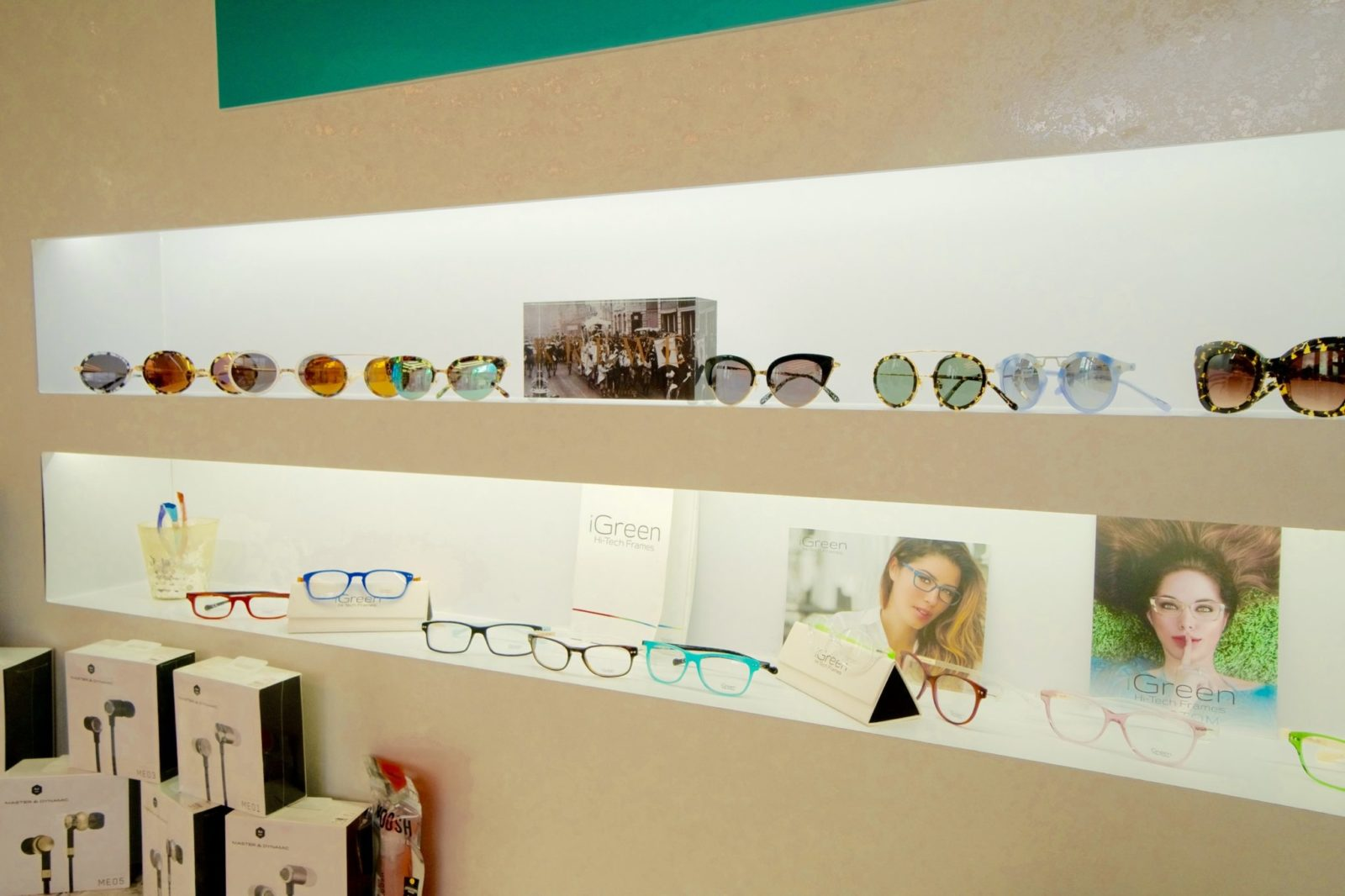 Retail display for eyewear