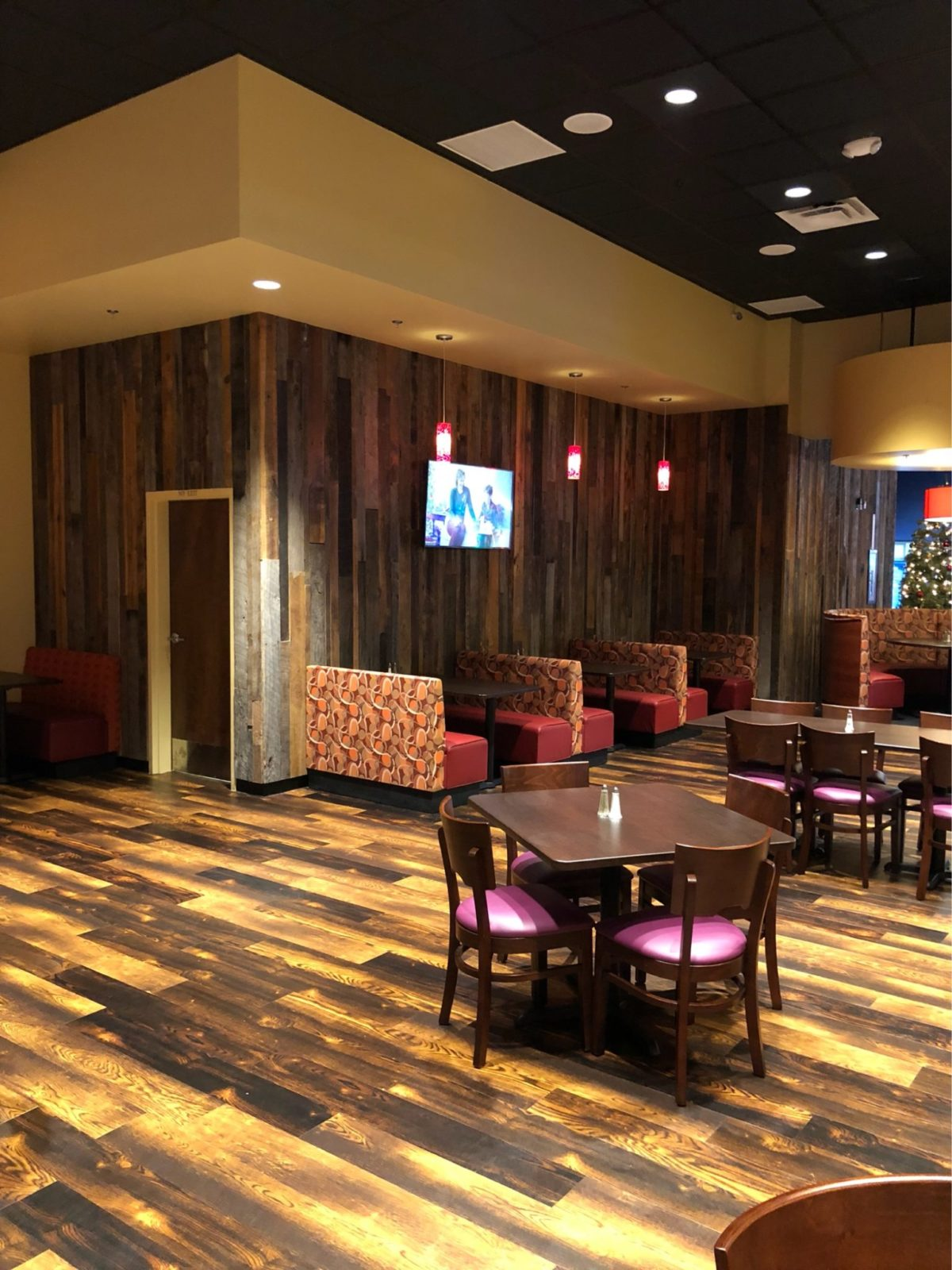 Custom pallet walls, flooring and furniture for Stars and Strikes